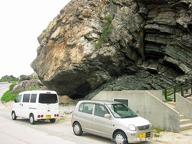 あまり見かけない駐車の仕方だな。仲でも悪いんか?