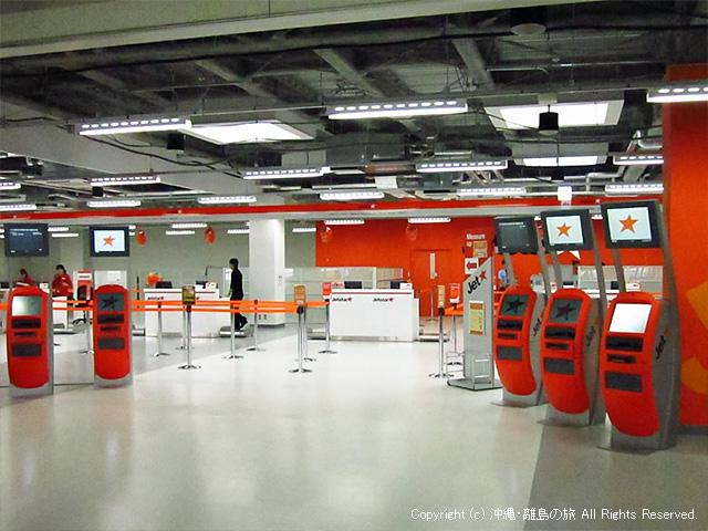 成田空港ジェットスターのカウンター