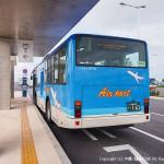 空港で発車を待つ系統4のバス