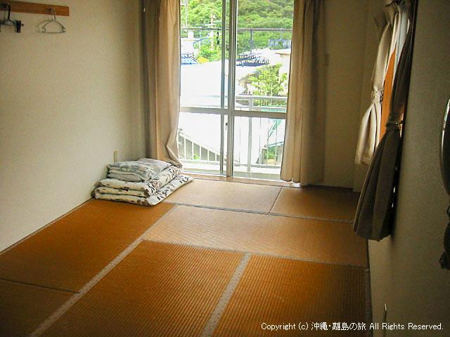 2階の部屋。ユニットバス付きです。1階は共同です。