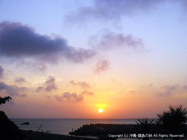 渡名喜島のあがり浜から
