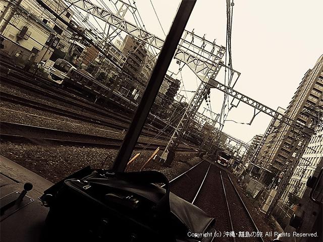 電車に乗ってるときは平和だったのにのにのに(ioi)