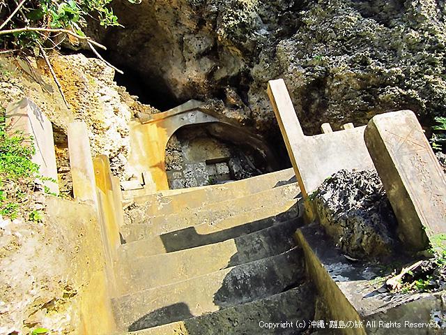 アマミキヨの墓