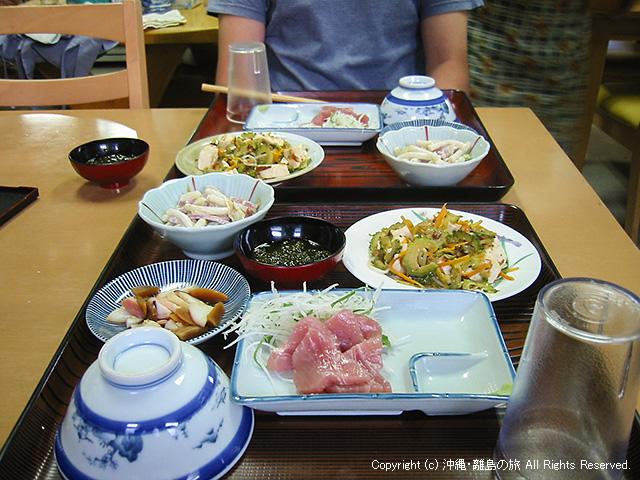 仲盛荘の夕食