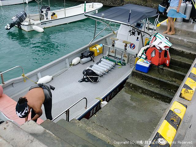 ダイビングボートでゴォ!
