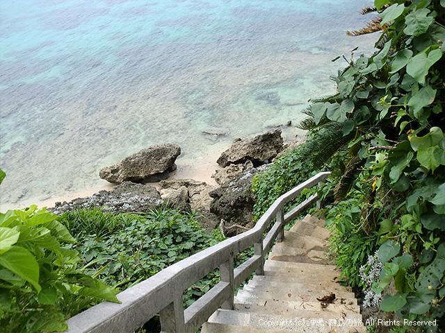 ヤクルガーへ下りる階段