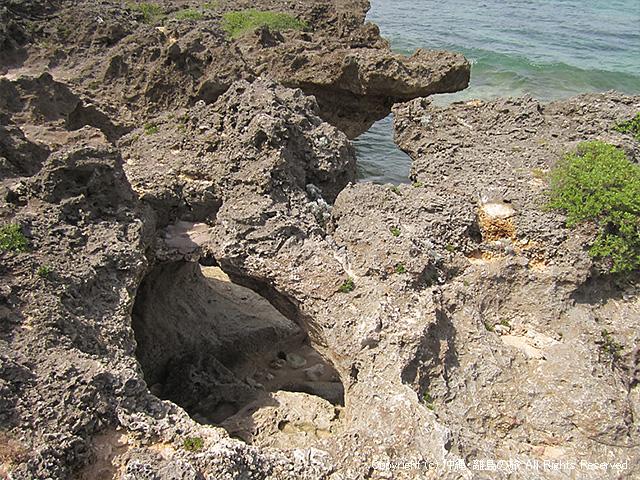 生まれ変わりの岩