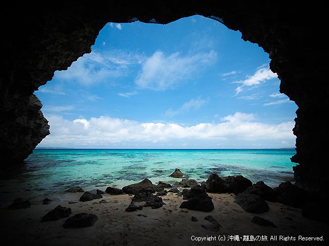 アーチから眺める海