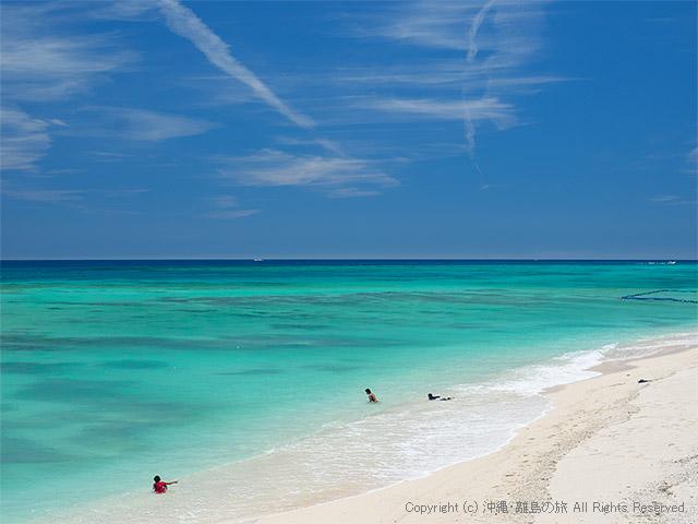 伊江島で見たソーダ色の伊江ビーチ