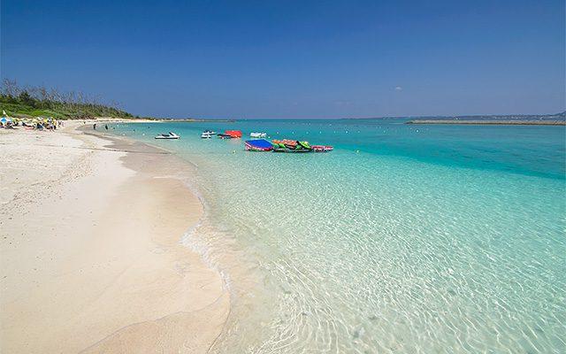 水納ビーチは本島から15分で行ける楽園