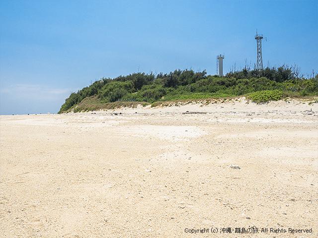 ビーチ側から見た灯台