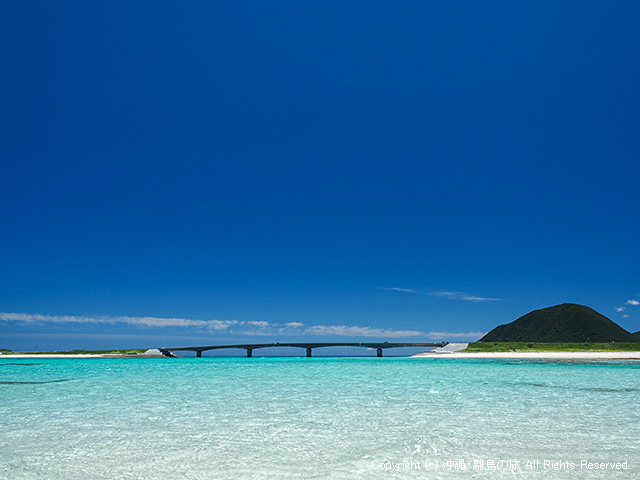 潮の引いた米崎ビーチ