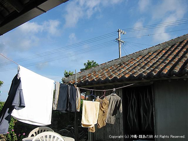 のはら荘の中庭で洗濯もの干し