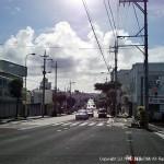 沖縄市、嘉間良バス停付近