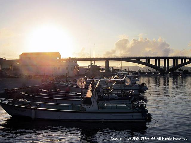 阿嘉島の漁港から