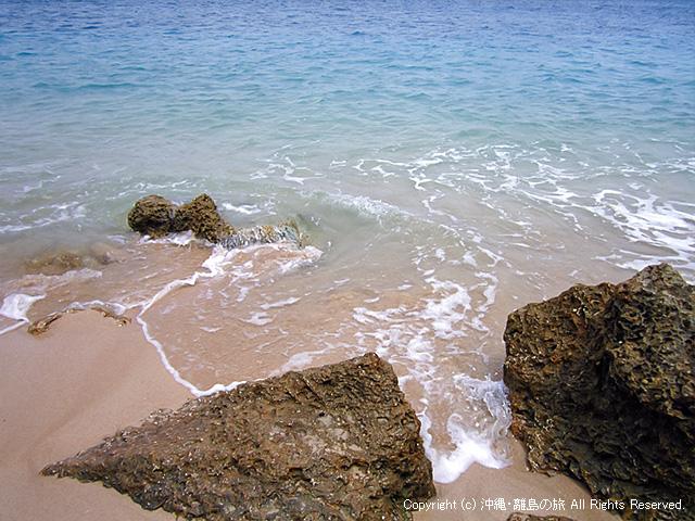 ん?砂浜が狭いな・・