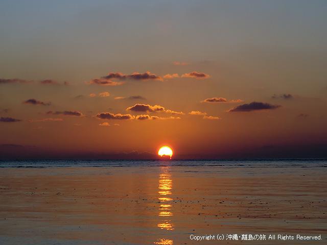 アイヤル浜からのぞむ日の出