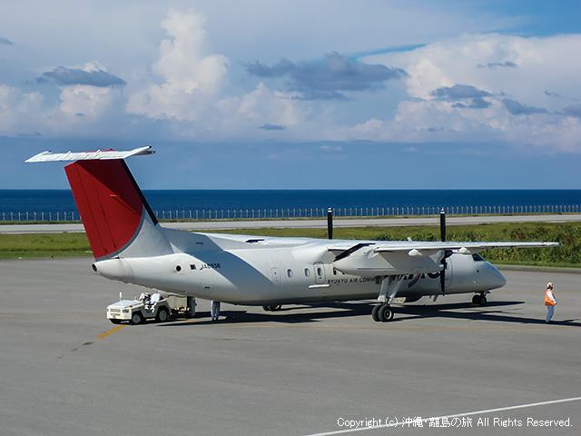ジェット機とプロペラ機が運航