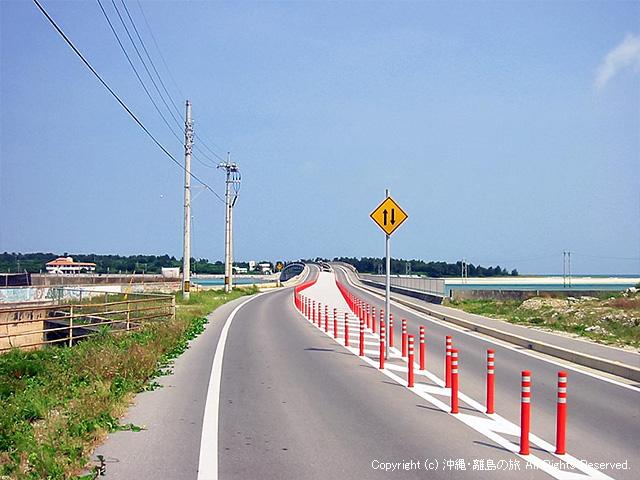 奥武島へとつながる道
