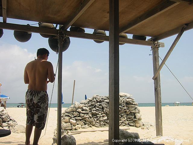 陽ざしを避ける小屋