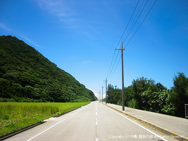 伊平屋島の西側の道路