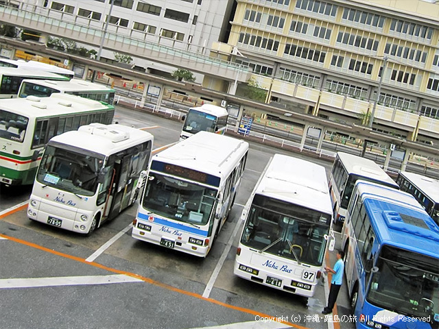 出撃を待つ那覇BTのバスたち