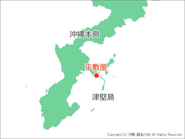 港の平敷屋と津堅島の位置関係