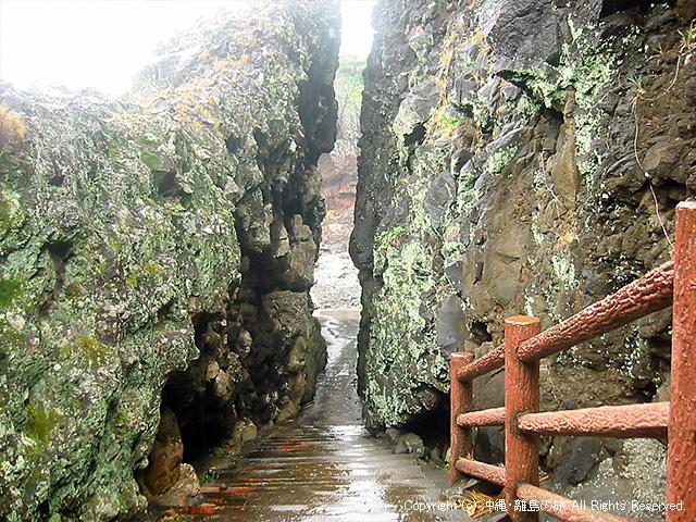ヤマトゥガーへ向かう小道がダイナミック