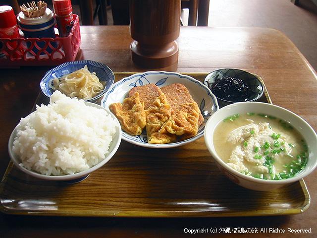 朝食。んーーー米が山盛りだ