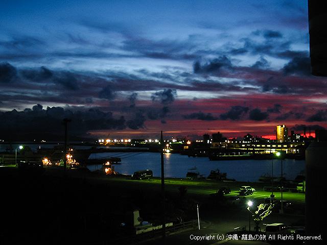 夕暮れ時の石垣港