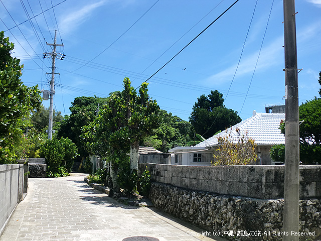 集落の小道