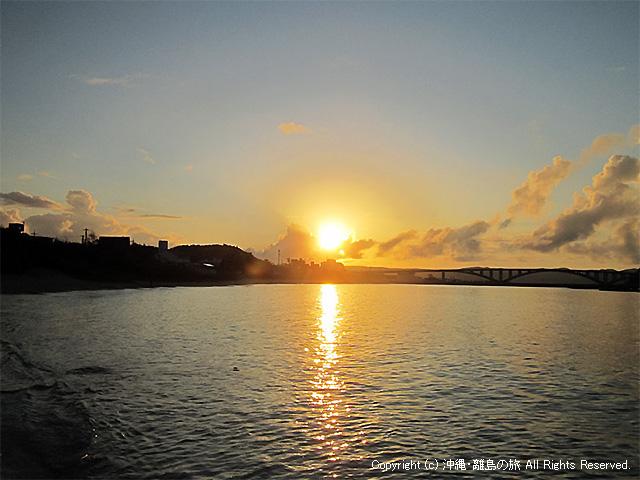 前浜からのぞむ日の出