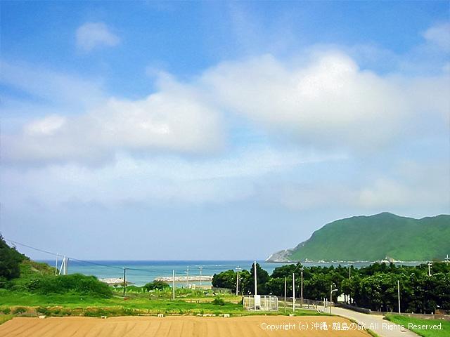 集落から東浜が見える