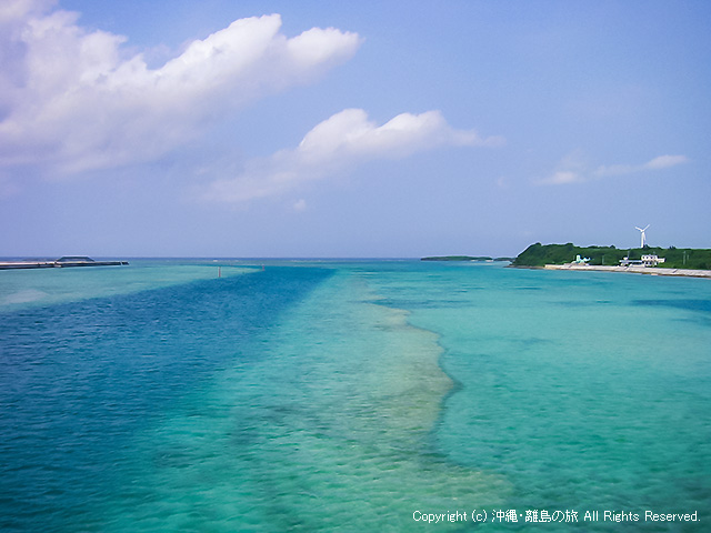 久米島と奥武島の橋からの眺め