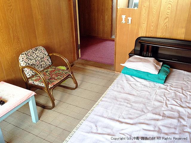 ベッドの洋室