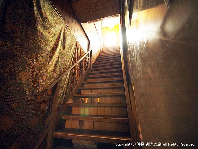 一段一段が狭くて細かい階段